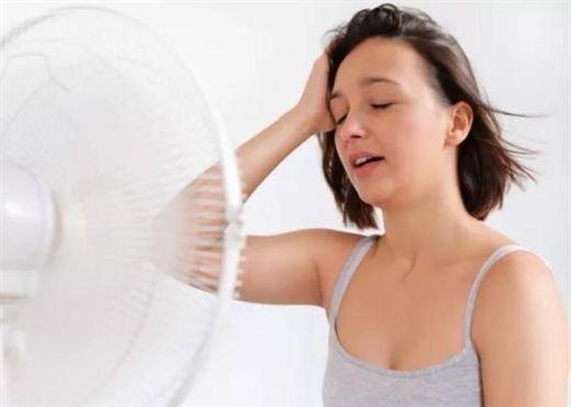 Nếu cơ thể thường xuyên cảm thấy nóng hơn mức bình thường, coi chừng những vấn đề sức khỏe tiềm ẩn