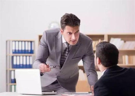 Dấu hiệu cho thấy sếp đang ghét bạn, cần nỗ lực theo hướng khác để thay đổi mọi thứ