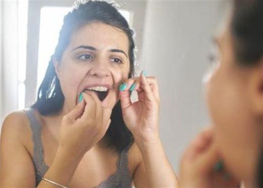 4 lý do tại sao nên dùng chỉ nha khoa trước khi đánh răng