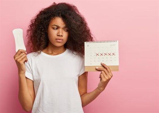 Chế độ ăn ít carbs có thể làm rối loạn nội tiết tố, gây vô kinh hoặc kinh nguyệt không đều ở phụ nữ