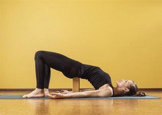Các tư thế yoga giúp phục hồi nhanh hơn sau điều trị ung thư buồng trứng