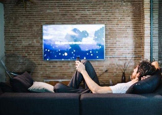 Xem TV hoặc cày phim lâu hơn 3 giờ có thể khiến bạn bị suy giảm nhận thức