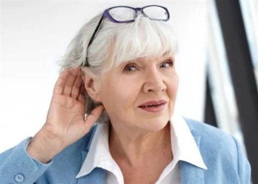 Mất thính lực phổ biến hơn ở phụ nữ bị loãng xương và mật độ xương thấp