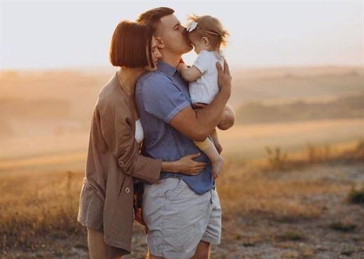 Không chỉ hấp thụ vitamin D và bớt vàng da, trẻ sơ sinh tắm nắng buổi sáng còn sản sinh ra 'hormone hạnh phúc'
