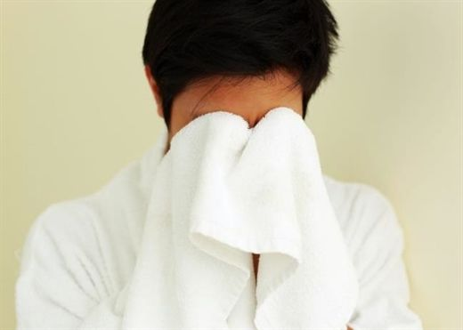 Chăm chỉ làm sạch và bảo vệ da nhưng có những điều trước giờ nhiều người vẫn hiểu sai khi rửa mặt