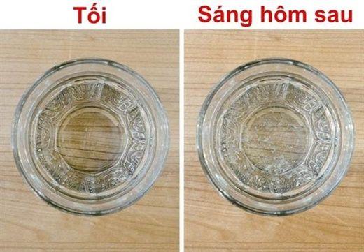5 lý do giải thích cho việc vì sao không nên đặt một ly nước ở gần giường ngủ?