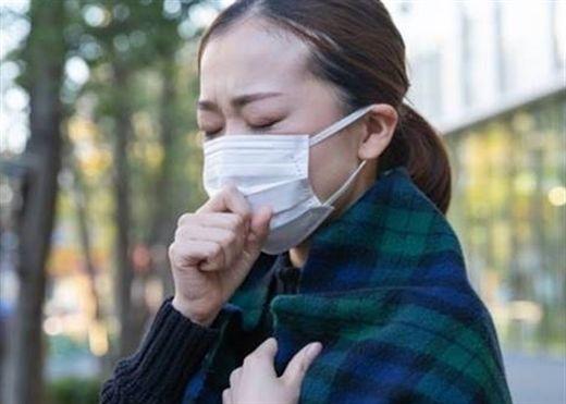 5 triệu chứng của người nhiễm COVID-19 biến chủng mới: Đừng chủ quan khi bỗng dưng bị khó thở, ù tai, tiêu chảy
