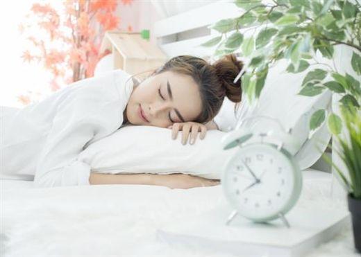 Một giấc ngủ ngon sau khi tiêm vắc xin phòng COVID-19 có thể làm tăng đáng kể hiệu quả của vắc xin