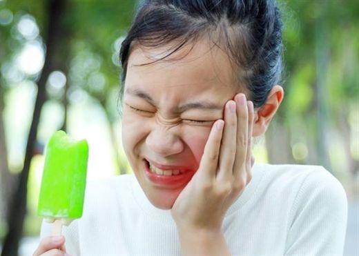 Chải răng quá mạnh chỉ tổn làm hỏng men răng, gây hại cho răng, đây là 4 dấu hiệu cho thấy bạn đang chải răng quá mạnh