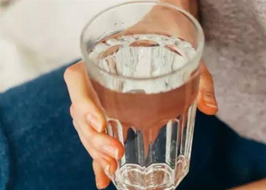 Gặp những tình trạng sức khỏe này sẽ khiến bạn luôn cảm thấy khát nước