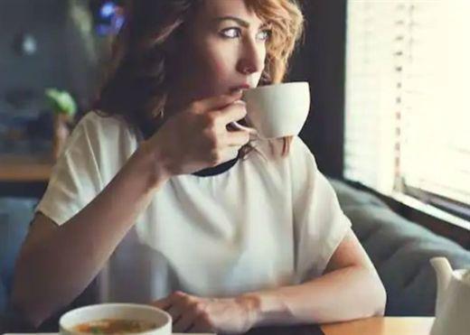 Uống cà phê, ăn nhiều rau và ít thịt chế biến giúp giảm nguy cơ nhiễm COVID-19