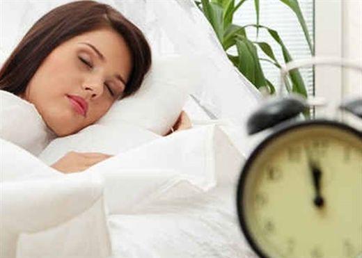 Dù thiếu ngủ cũng chỉ nên ngủ từ 7-9 tiếng mỗi đêm, ngủ quá nhiều sẽ khiến bạn mệt mỏi thậm chí còn sinh bệnh