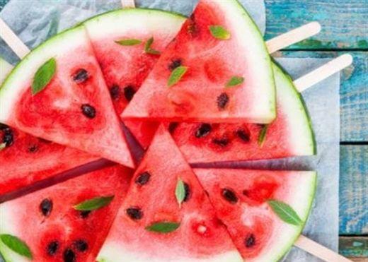 Tại sao không nên ăn dưa hấu vào buổi tối?