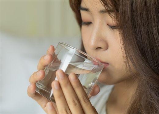 Ngộ độc khi lạm dụng paracetamol tự chữa COVID-19: Sai một ly, đi một dặm