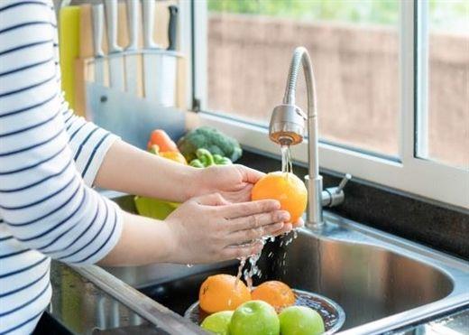 Mách bạn cách để giảm tiếp xúc với thuốc trừ sâu trong trái cây, rau quả