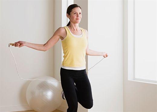 Nếu bạn thích chạy bộ mà không thể thực hiện do COVID-19, hãy thực hiện 5 bài tập Cardio trong nhà để giảm mỡ bụng