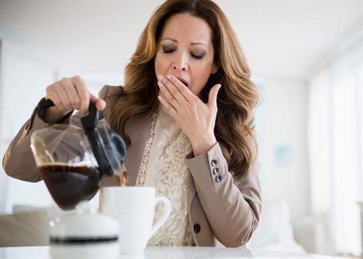 Nên chờ một vài giờ sau khi thức dậy mới uống cà phê sẽ giúp bạn tỉnh táo hơn