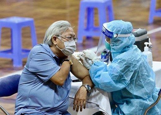Người bị bệnh phổi tắc nghẽn mãn tính (COPD) có nên tiêm phòng vaccine COVID-19 không?