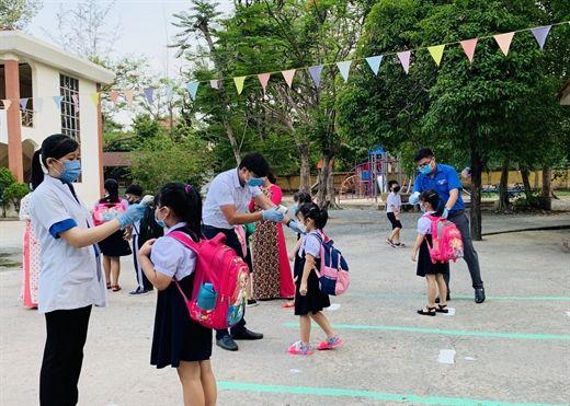 Mẹo giữ an toàn cho trẻ khi quay lại trường giữa đại dịch COVID-19