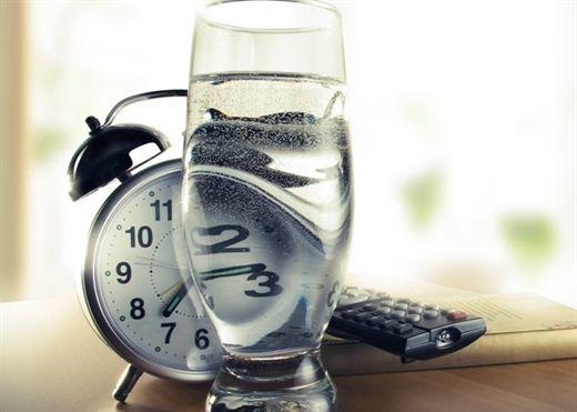 Đây là lý do tại sao bạn không bao giờ nên uống nước trước khi đi ngủ