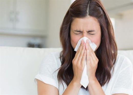 Hắt hơi: Triệu chứng phổ biến nhất ở những người mắc COVID-19 sau khi tiêm chủng