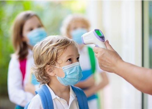 Trẻ em mắc COVID-19 ở Mỹ đang tăng theo cấp số nhân, tăng gần 240% kể từ đầu tháng 7
