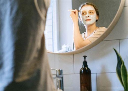 Nếu bạn đang loay hoay tìm cách cải thiện sức khỏe làn da, hãy thử kết hợp 4 cách làm đẹp đơn giản này