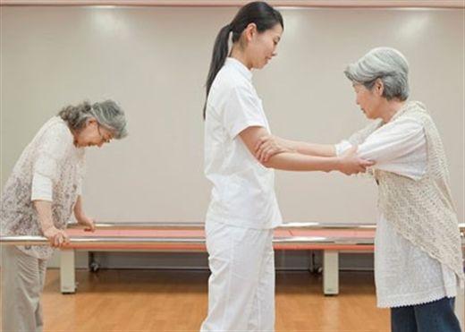 Thời gian và cường độ tốt nhất để phục hồi chức năng của cánh tay và bàn tay sau đột quỵ