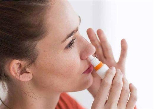 Anh phát triển thuốc xịt mũi điều trị COVID-19 ngay tại nhà