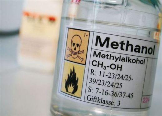 Bị ngộ độc rượu methanol, người cha nhập viện trong cơn nguy kịch, con trai tử vong