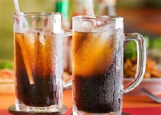 Nam thanh niên 22 tuổi qua đời sau khi uống cạn 1,5 lít nước ngọt có ga trong 10 phút