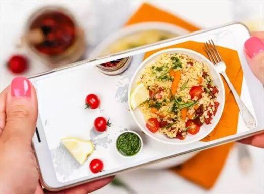 Thường xuyên đăng ảnh đồ ăn lên mạng xã hội – Lý do gây tăng cân không ai ngờ đến