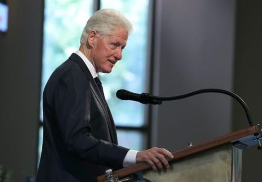 Cựu TT Bill Clinton nhập viện do nhiễm trùng huyết sau khi nhiễm trùng tiểu lan vào máu, đây là điều cần biết về bệnh này