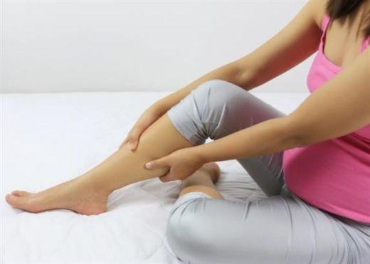 Chân đau nhức vào ban đêm có thể là dấu hiệu cảnh báo bệnh mạch máu và cục máu đông