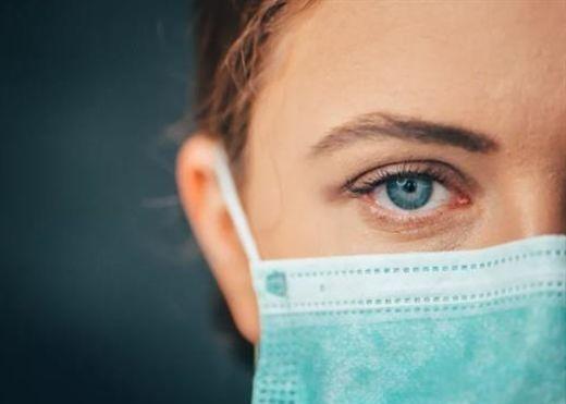 Người phụ nữ 47 tuổi sống sót sau căn bệnh ung thư hạch, bị nhiễm COVID-19 trong suốt 1 năm trời