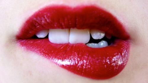 6 cách biến đôi môi mỏng thành căng mọng