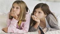 Trẻ em ít xem TV sẽ  cư xử với mọi người tốt hơn