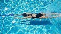 Đi tiểu trong bể bơi có thể gây nguy hiểm cho sức khỏe