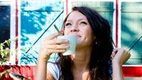 Uống cà phê để làm sạch răng