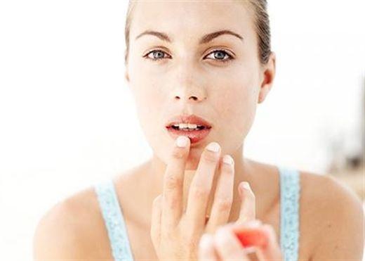 Tự làm son dưỡng cho môi thêm mềm mại