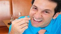 Mắc bệnh vì xỉa răng